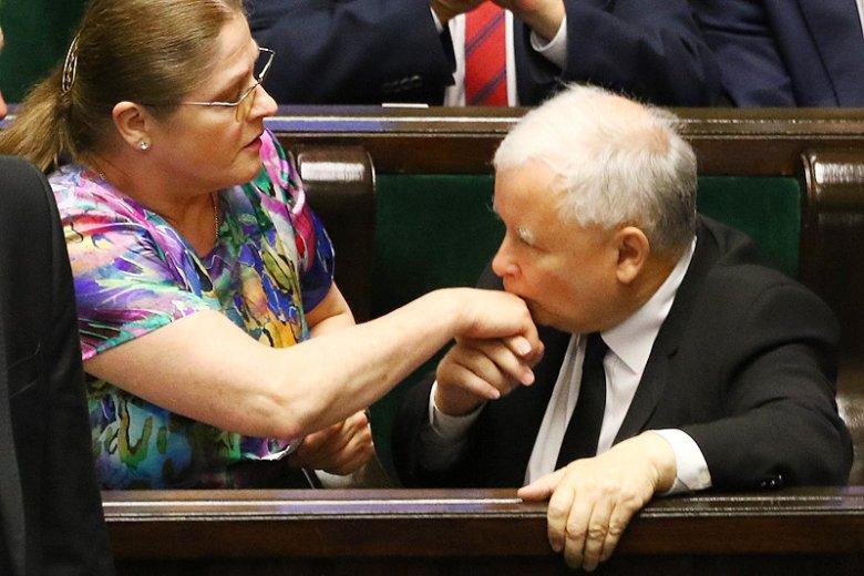 Krystyna Pawłowicz jest obiektem kpin i zmasowanej krytyki, ale zdaje się umacniać swoją pozycję w PiS.