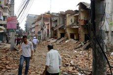 Trzęsienie ziemi w Nepalu doprowadziło do śmierci co najmniej 1300 osób.