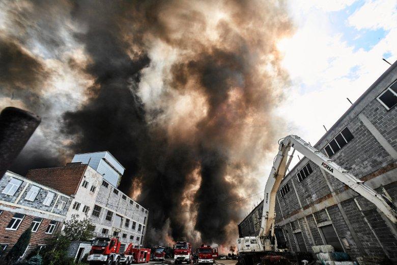 Pożar na składowisku odpadów w Zgierzu.