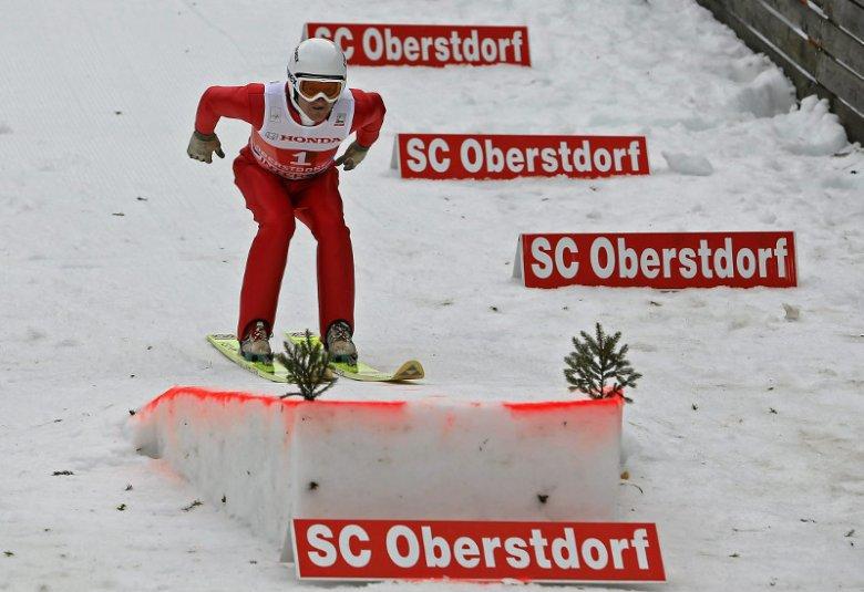 Eddie Edwards podczas skoków w Obersdorfie