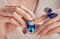 Charakterystyczna dla biżuterii Swarovski niewymuszona elegancja zyskuje także całkiem nowy wymiar. Przełomowa Kolekcja Remix dyktuje nowe zasady noszenia biżuterii i zachęca kobiety do wyrażania wszystkich aspektów swojego stylu i osobowości.
