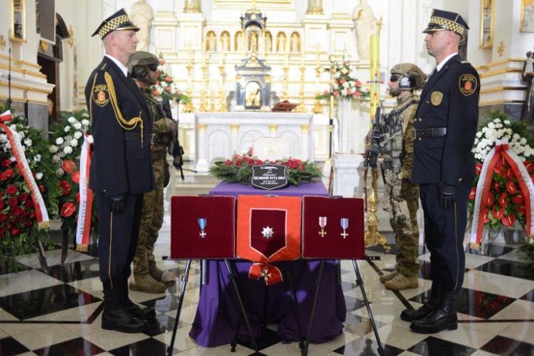Na pogrzebie gen. Zbigniewa Ścibor-Rylskiego byli głównie przedstawiciele opozycji. Z rządu był tylko Marek Suski.