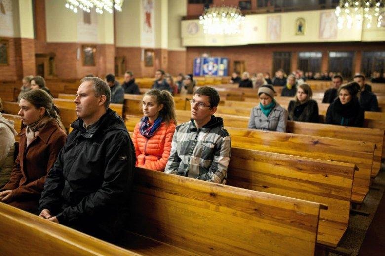 Być może więcej wiernych chodziłoby do Kościoła, gdyby nie hipokryzja części kleru.