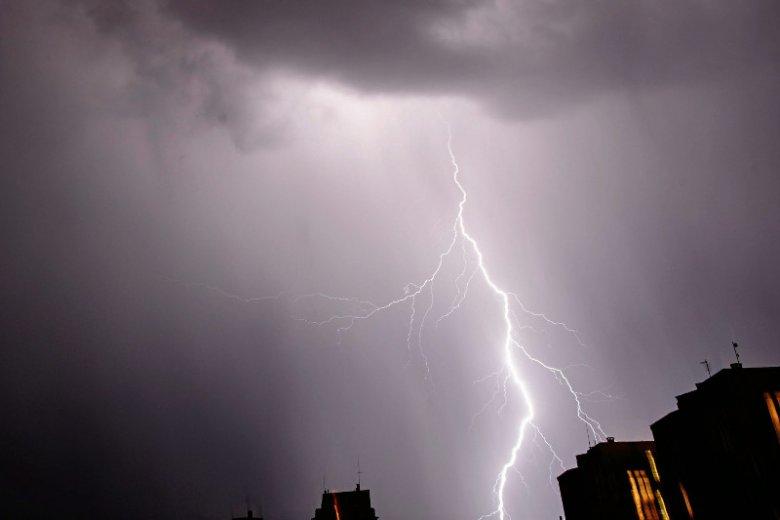 Ostrzeżenia przed burzami i gradem dotyczą 5 województw.
