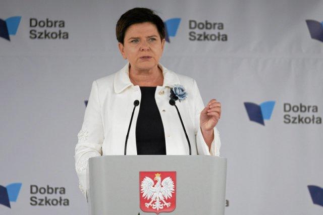 Premier Szydło obiecała podwyżki m.in nauczycielom, ale muszą poczekać. Inne grupy zawodowe czekać nie muszą