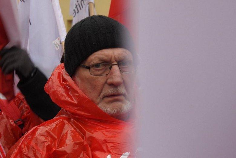 """""""Przyjmując medal, sprzeniewierzyłbym się ideałom wolności i solidarności"""" – napisał Lech Kosiak w uzasadnieniu do prezydenta Andrzeja Dudy."""