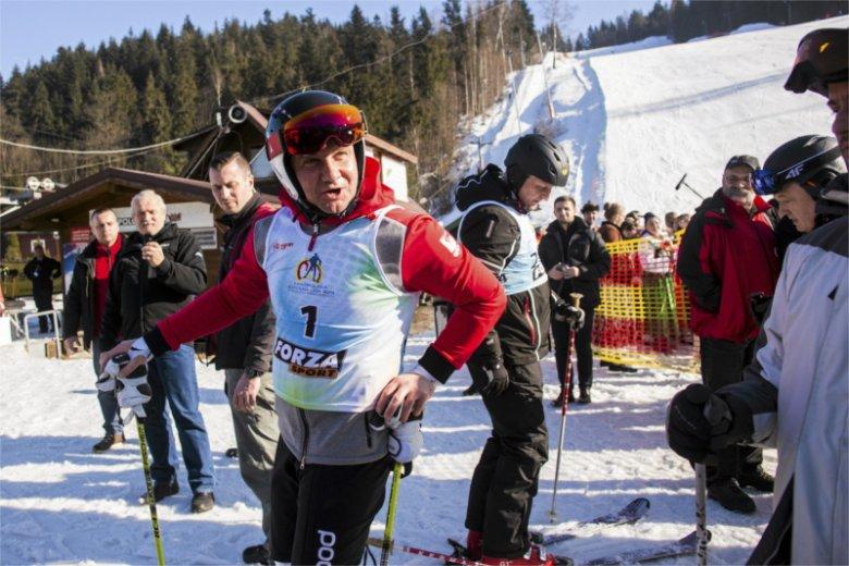 Andrzej Duda w swojej kancelarii ma zatrudnionego doradcę, który jest przy okazji trenerem narciarstwa. Wiemy, ile zarabia.