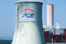 Aktywiści Greenpeace'u wspinają się na komin Elektrowni Turów w Bogatyni