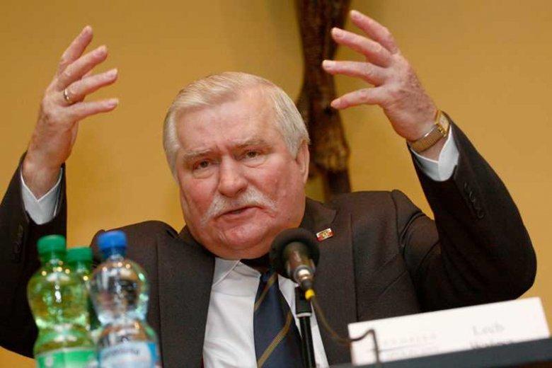 Lech Wałęsa mówi, że homoseksualiści powinni siedzieć w ostatnich rzędach w sali sejmowej.