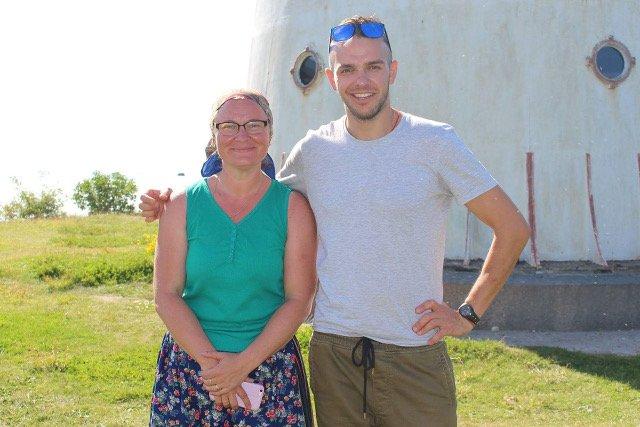Artur i Mare - lokalna aktywistka.