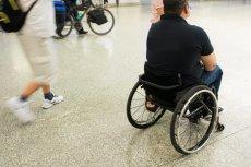 Protest rodziców dzieci niepełnosprawnych nadal trwa i wywołuje skrajne opinie. Sprawdziliśmy, jak wygląda system świadczeń i zasiłków.