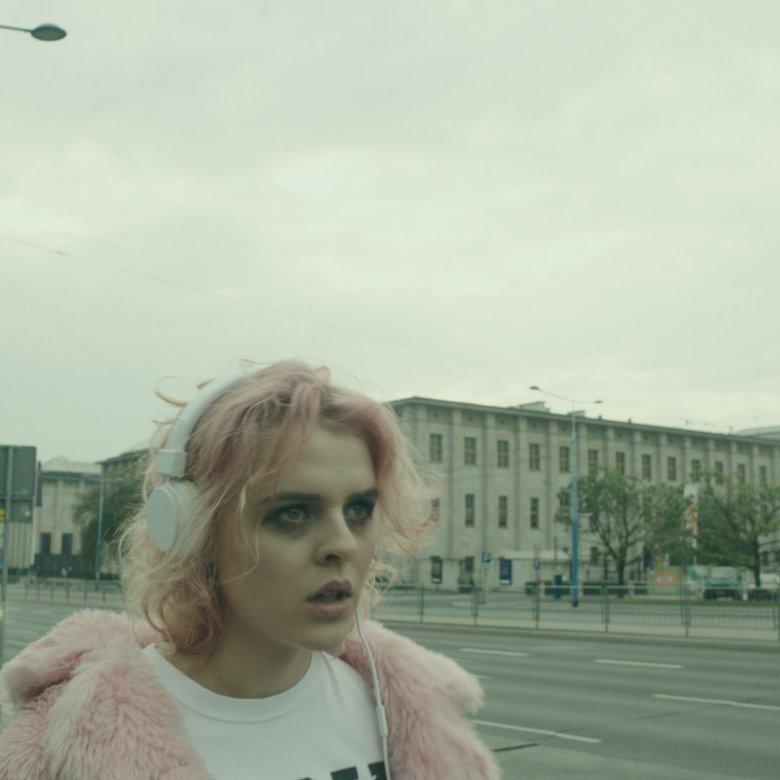 """Film """"Szatan kazał tańczyć"""" kręcono w Warszawie i w Berlinie."""