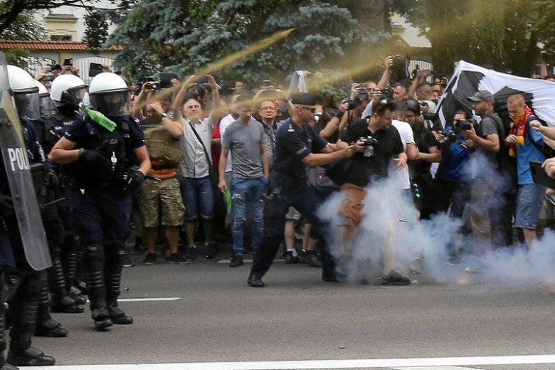 Policja zatrzymała w Białymstoku 20 agresywnych osób.