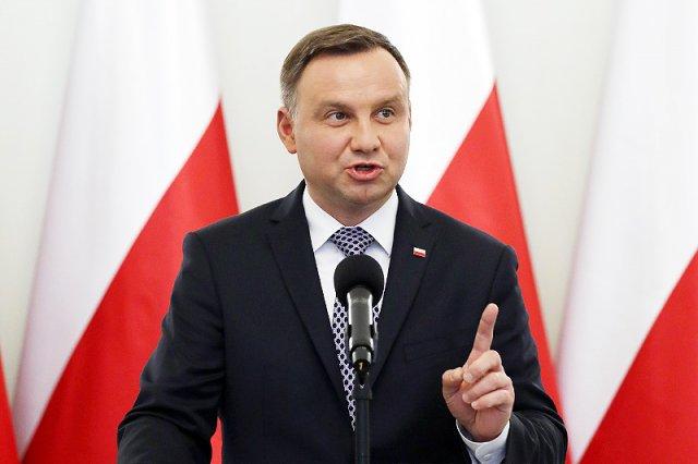 Prezydent Andrzej Duda na nowo rozpala wojnę światopoglądową o aborcję. Głowa państwa zapowiedziała podpisanie ustawy, która ograniczy Polkom dostęp do przerywania ciąży.