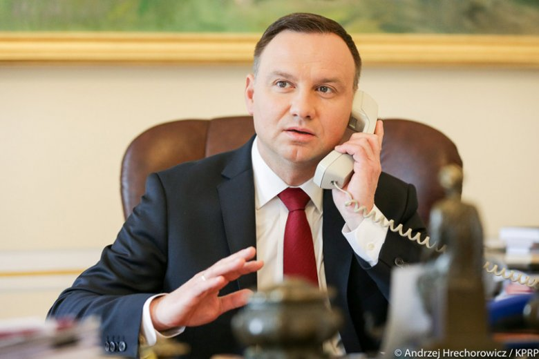 Prezydent Andrzej Duda odebrał telefon od prezydenta Francji Emmanuela Macrona. Ich rozmowa była bardzo długa.