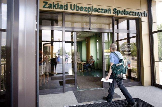 Sejm przegłosował ustawę o niższym wieku emerytalnym.