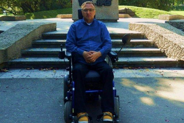 Sławek Szymski zbiera na nowy wózek, który pomoże mu w powrocie do pełnej samodzielności.