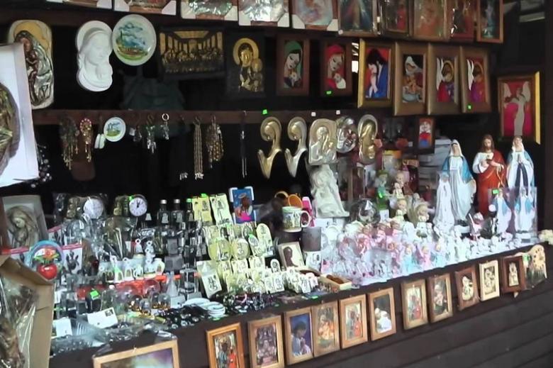Sklep z pamiątkami na Jasnej Górze. To tam turyści pielgrzymkowi najczęściej zostawiają pieniądze.