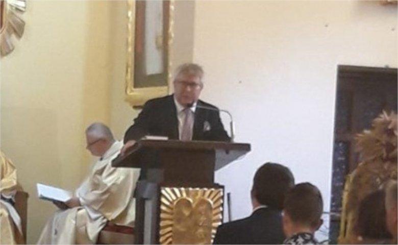 """Ryszard Czarnecki """"wystąpił"""" w kościele."""