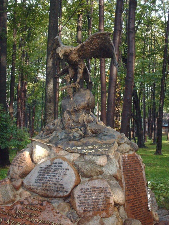 """Pomnik Józefa Kurasia """"Ognia"""" w Zakopanem."""