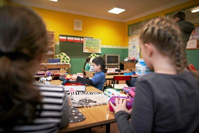 Koledzy z klasy znęcali się nad Nikolą, w końcu ją pobili. Dyrektorka umywa ręce.