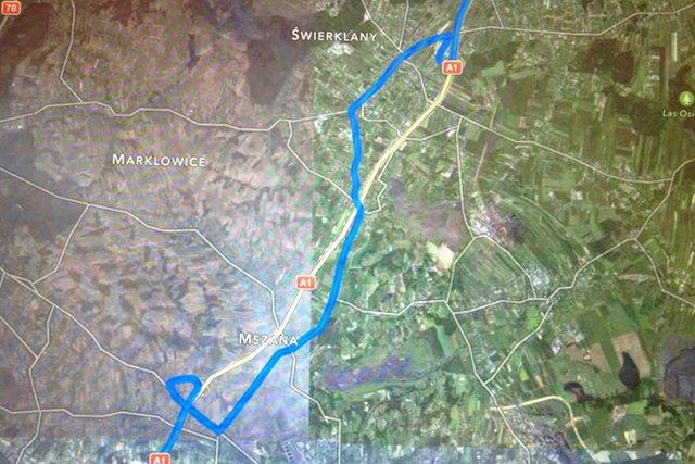 Niedokończony most blokuje przejazd gotowa już autostradą A1. Samorząd Mszany wycenił zniszczenie dróg lokalnych na ponad 3 mln zł.