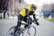 Przez branie dopingu kolarz Lance Armstrong musi zwrócić sponsorowi 12 mln dolarów.