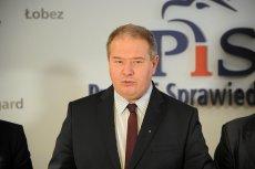 Leszek Dobrzyński to polityk PiS ze Szczecina, który postanowił wyśmiać protestującą wraz z koleżankami 13-latkę. Dziewczynki sprzeciwiały się polityce kilmatycznej rządu.