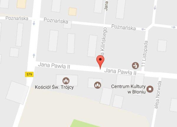 Jana Pawła II w Błoniu – pod numerem 2 znajdziemy komisariat, pod 5 - kościół.