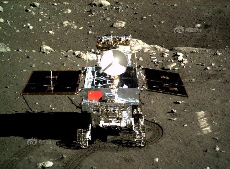 Łazik Yutu na powierzchni Księżyca