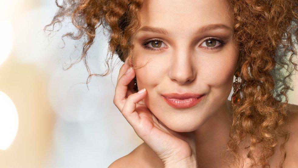 Niektóre zabiegi kosmetyczne możesz wykonać sama, bez wydawania fortuny w salonie piękności.