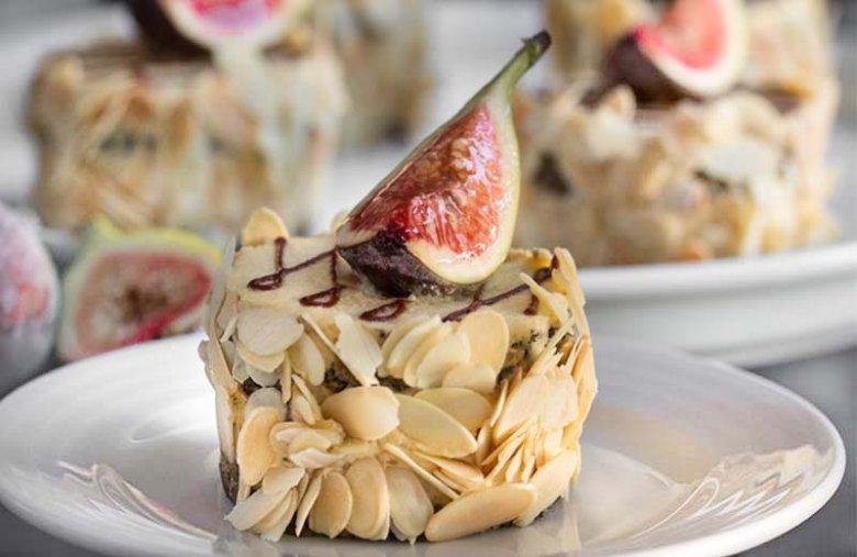Figa z Makiem - połączenie słodkiej, dojrzałej figi, miękkiego makowego biszkoptu nasączonego syropem z odrobiną likieru Cointreau.