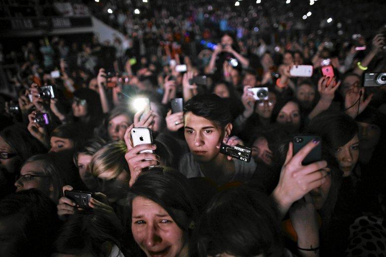 Smartfony stały się nieodłącznym elementem koncertów. Muzycy stosują coraz bardziej radykalne zakazy. Na zdjęciu koncert Justina Bibera w łódzkiej Atlas Arenie.