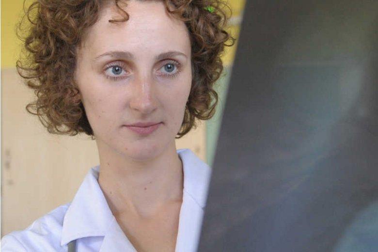 Anna Kozieradzka jest nie tylko badaczką, ale też czynną lekarką