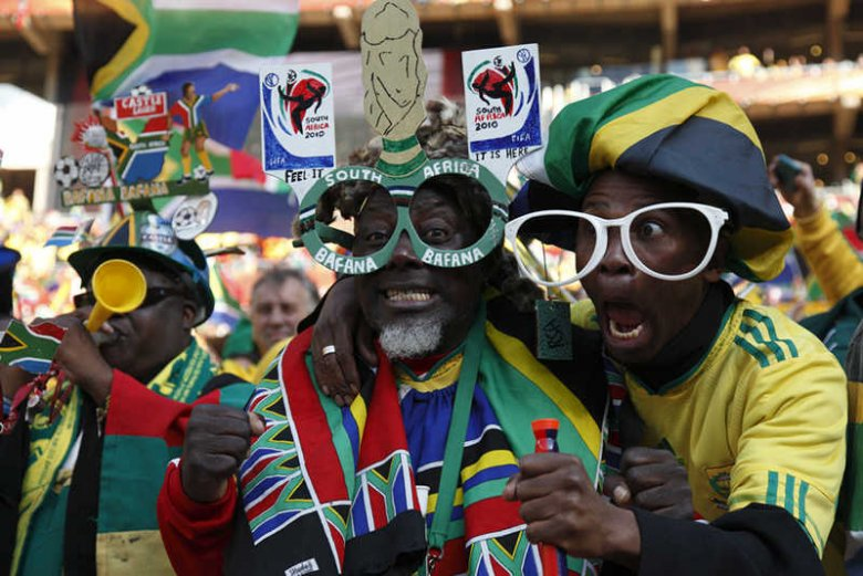 [url=http://www.shutterstock.com/pic-55007074/stock-photo-johannesburg-june-bafana-bafana-supporters-cheer-prior-to-the-start-of-a-world-cup-match.html?src=G6g5XEAWesnJA6ruSgUrUg-1-2]Ujawniono ceny biletów na mundial w Brazylii[/url]