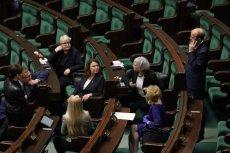 """Posłowie opozycji zjeżdżają się do Sejmu, na wypadek """"trików Kaczyńskiego"""" ws. głosowania nad wyborami prezydenckimi w maju."""