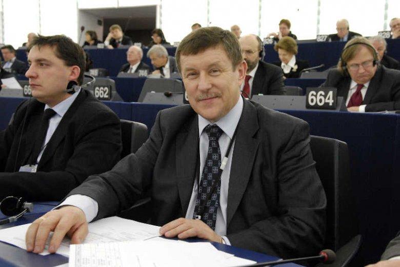 Zbigniew Kuźmiuk narzeka na trudy pracy w Parlamencie Europejskim, ale zarobki tam powinny budzić uśmich. I chyba budza.