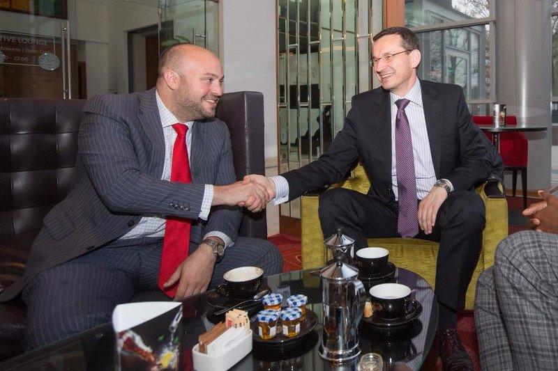 Jonny Daniels ma opinię osoby, która ma dobre kontakty z premierem Mateuszem Morawieckim.