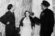 1954, Alabama, ważący prawie 4 kilogramy fragment meteorytu przebija dach domu