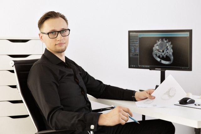Marcin Nowak projektant biżuterii opowiada na czym polega wzornictwo trójwymiarowe.