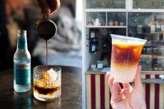 Espresso Tonic to napój idealny na gorący dzień. Nie tylko ochłodzi, ale też doda energii