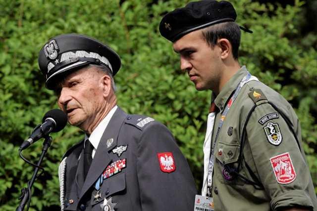 Gen. Zbigniew Ścibor-Rylski w Parku Dreszera podczas obchodów 68. rocznicy Powstania Warszawskiego