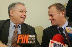 Na zdjęciu dwaj byli premierzy, Jarosław Kaczyński i Donald Tusk. Fotografia pochodzi z początku 2006 r., gdy toczyły się rozmowy o powołaniu wspólnego rządu PO i PiS. Zakończyły się one fiaskiem.