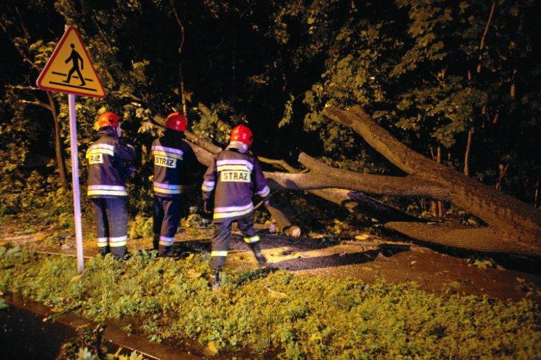 To była ciężka noc dla wielu strażaków w Polsce.