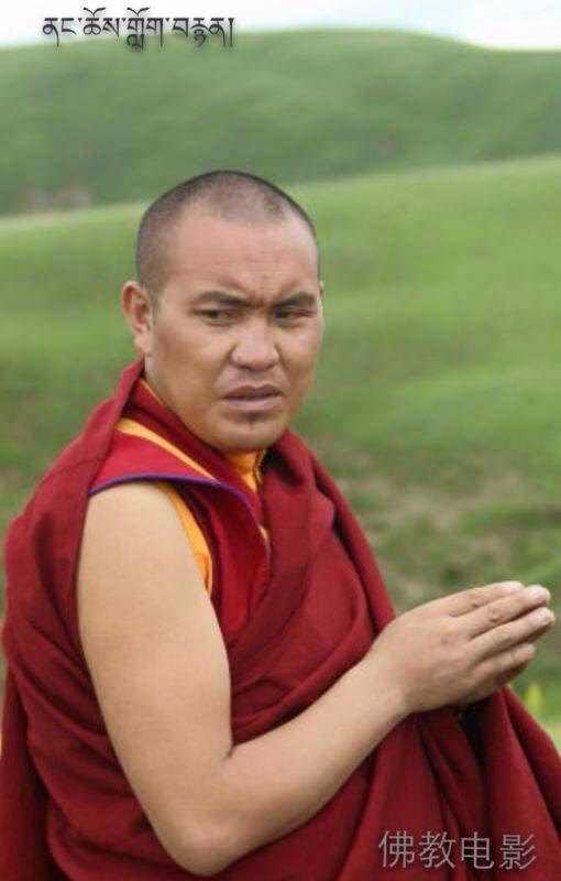 KELSANG YESHE (Kelsang Jeszi), 38 lat, mnich z klasztoru Nyatso w Kham Tawo, TAP Kandze (chin. Ganzi) podpalił sie w proteście 23 grudnia 2014 r. około godz. 11.20 lokalnego czasu przed biurem Biura Bezpieczeństwa Publicznego obecnym w klasztorze.