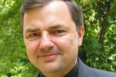 Ksiądz Bortkiewicz, oceniając marsz niepodległości, mówi o skowycie i warczeniu lewackich mediów.