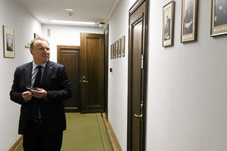 Relacja Cezarego Łazarewicza potwierdza – w telewizji kierowanej przez Jacka Kurskiego istnieje czarna lista gości, których nie można zapraszać do TVP.