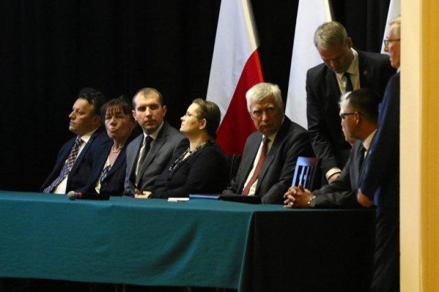 10 kwietnia 2017 r. minister Macierewicz w ciepłych słowach dziękował Wojskowej Akademii Technicznej za prowadzenie badań na użytek jego podkomisji smoleńskiej.
