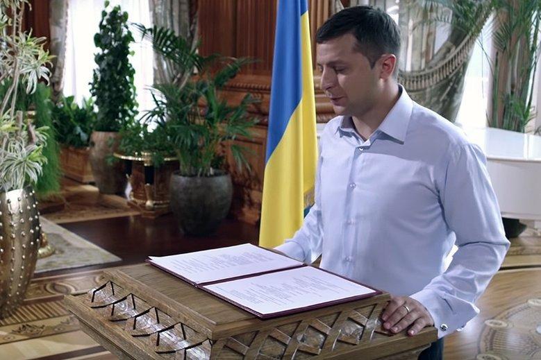 Wołodymyr Zełenski odbiera gratulacje od przywódców po wygranej w wyborach prezydenckich na Ukrainie.