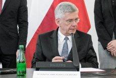 Marszałek Senatu Stanisław Karczewski woli Cisowiankę. Czyżby przyłączył się manifestacji prawicowców?
